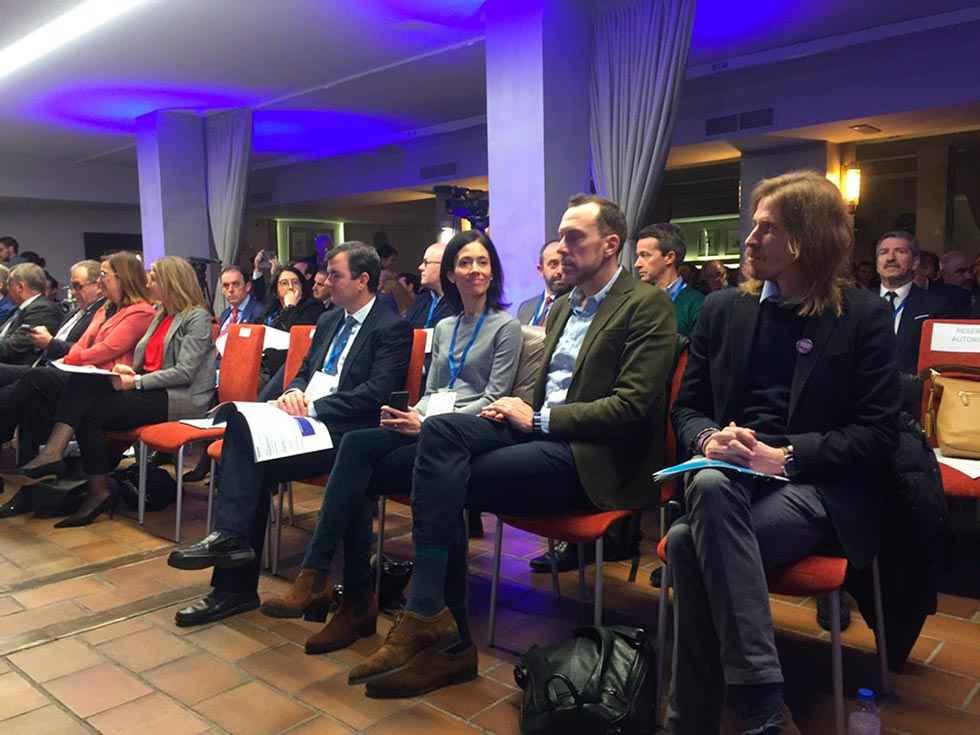 Fernández anima a olvidar el color político para repoblar la España interior