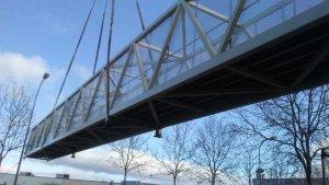 Montaje de la pasarela peatonal entre Soria y Camaretas