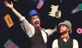 Cinco comedias interactivas en inglés, con Interacting