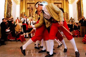Casarejos baila las danzas del paloteo