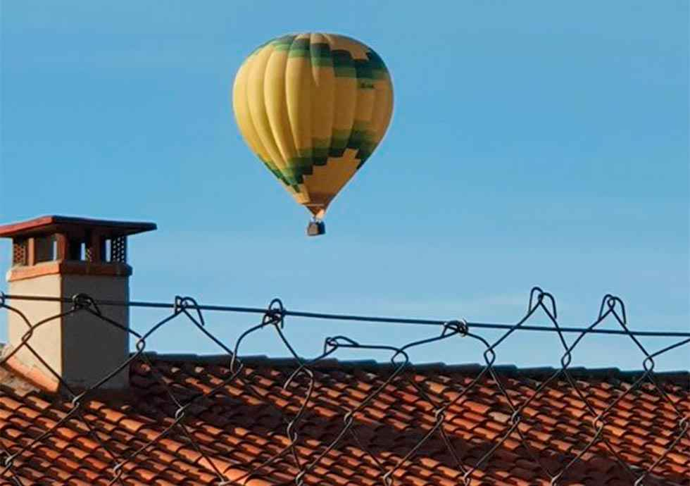 Mujer herida en aterrizaje forzoso de globo aerostático