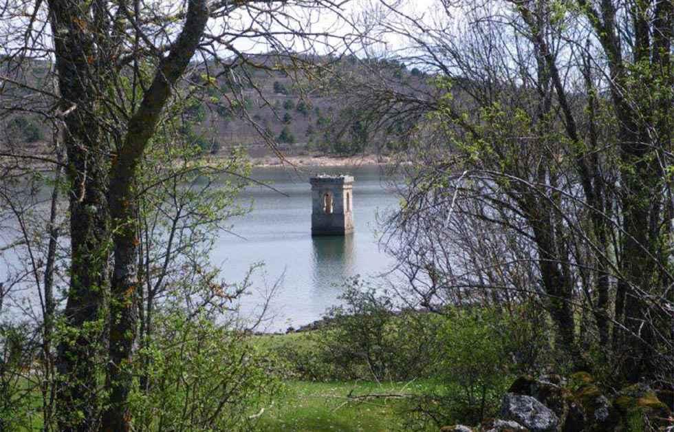 Ligero descenso en agua embalsada en Cuerda del Pozo