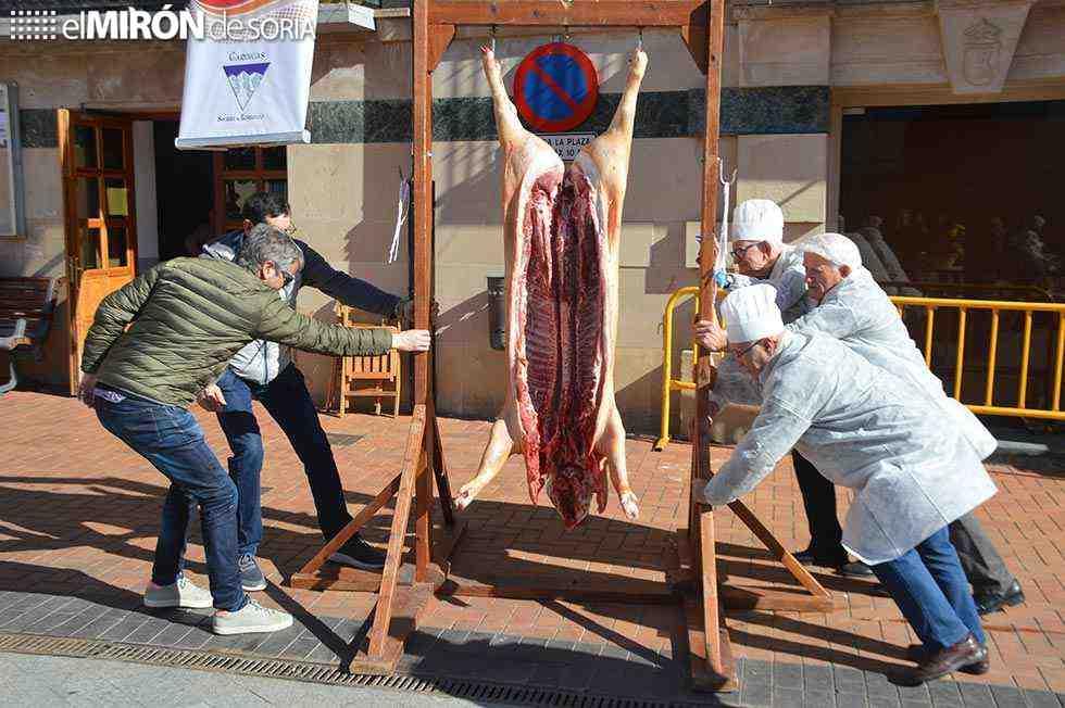 Ólvega se reúne en torno a la matanza del cerdo