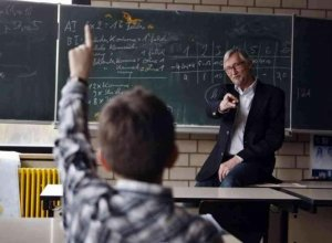 Podemos rechaza propuesta para reducir maestros