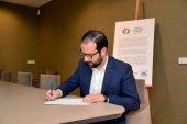 El PSOE acusa a Fomento de vender vehículos para negocio de empresas