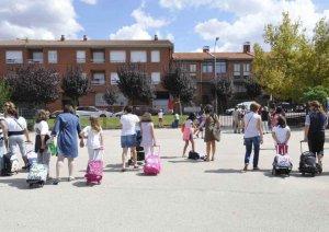 Educación reconoce a cinco centros educativos de la provincia