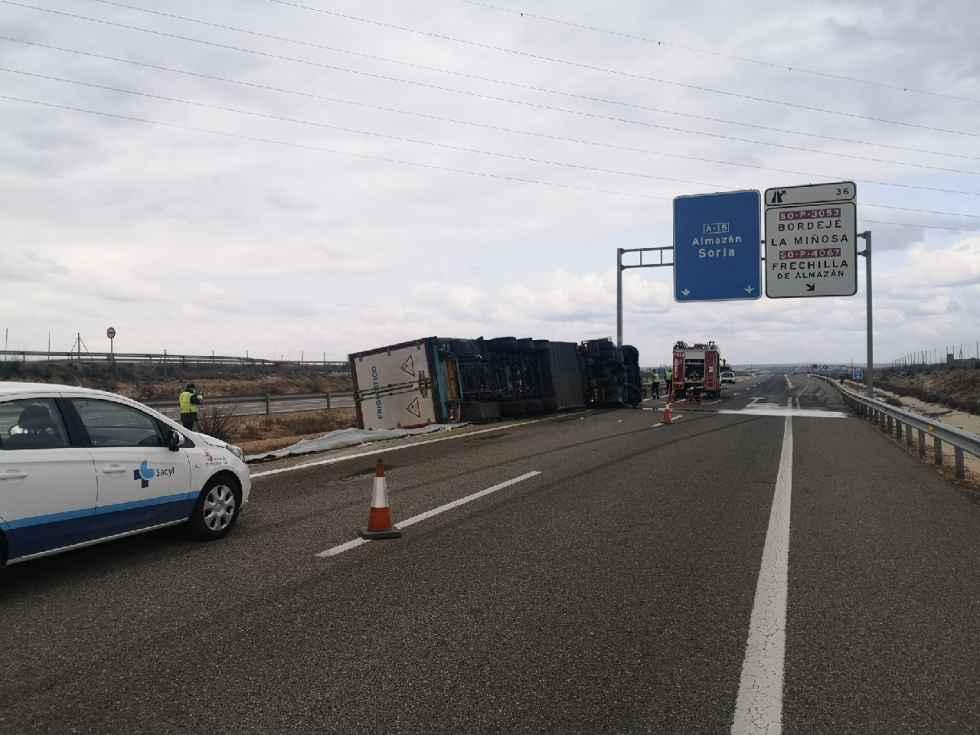 Accidente mortal tras vuelco de camión en A-15
