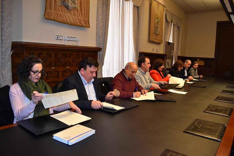 """Diputación y ayuntamientos asumen las cuotas en """"Crecemos"""""""