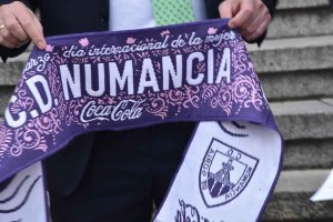 Un saque de honor especial en el Numancia-Racing