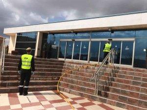 La UME desinfecta once edificios sensibles