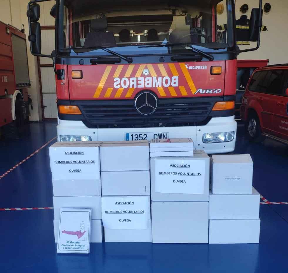 Los bomberos voluntarios de Ólvega donan material sanitario