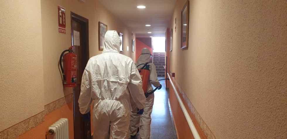 La UME desinfecta residencias de la provincia
