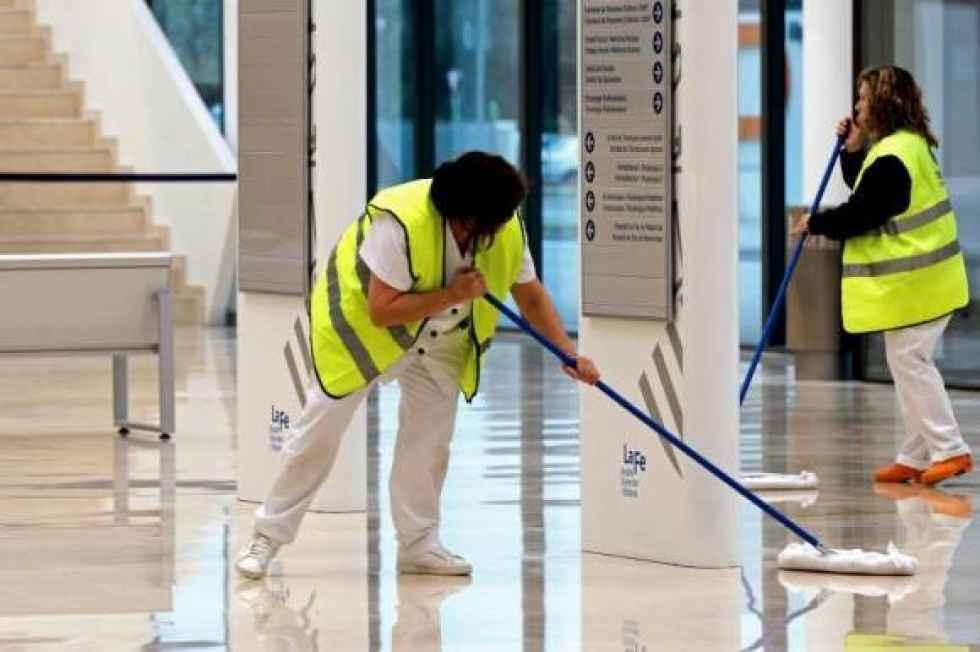 Reconocimiento a las trabajadoras de limpieza en hospitales