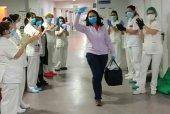 La enfermera Silvia Aceña, alta hospitalaria entre aplausos
