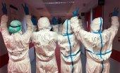 Mensajes de ánimo en los trajes de protección