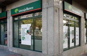 Unicaja Banco adelanta cobro de pensiones y desempleo