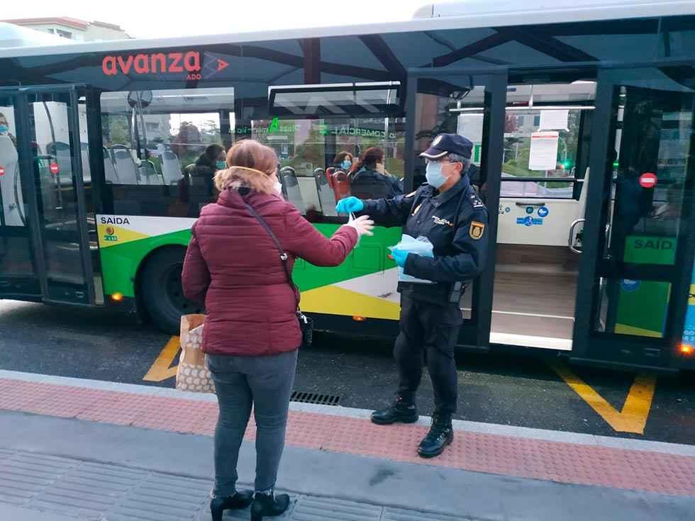 Reparto de 26.000 mascarillas en autobuses y trenes