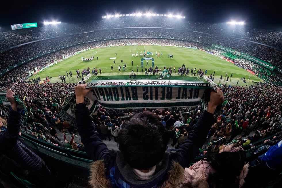 El fútbol profesional regresa con el derbi sevillano