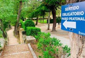 Soria señaliza sentidos únicos en sendas peatonales