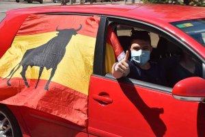 Vox congrega un centenar de coches en manifestación