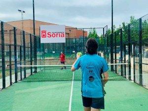 El tenis recupera los partidos de dobles