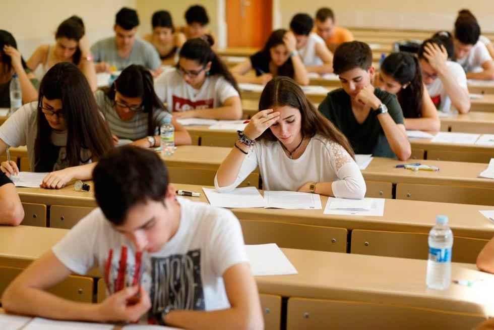 Los sindicatos abandonan la mesa sectorial de Educación