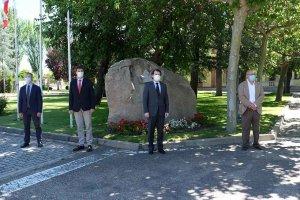 Minuto de silencio en memoria de los fallecidos por Covid