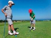 Campamentos infantiles para aprender a jugar al golf