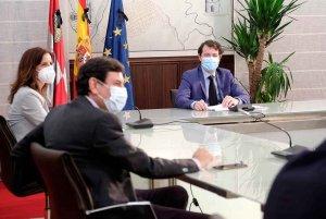 Mañueco subraya papel estratégico de agroalimentación