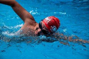 30 horas a nado en piscina, con fin solidario