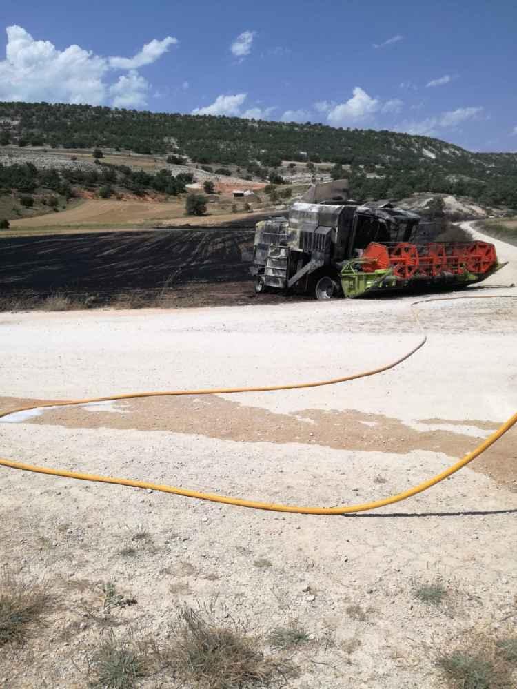 Calcinada una cosechadora en incendio en Caltojar