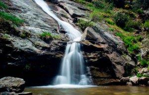 Heridas dos personas al caer en cascada de Navafría