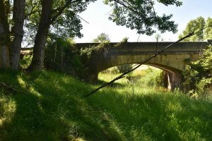 Puente sobre el arroyo de Zarranzano - fotos