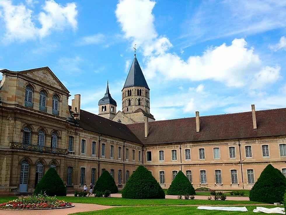 Castilla y León se une a Borgoña mediante la orden cluniacense