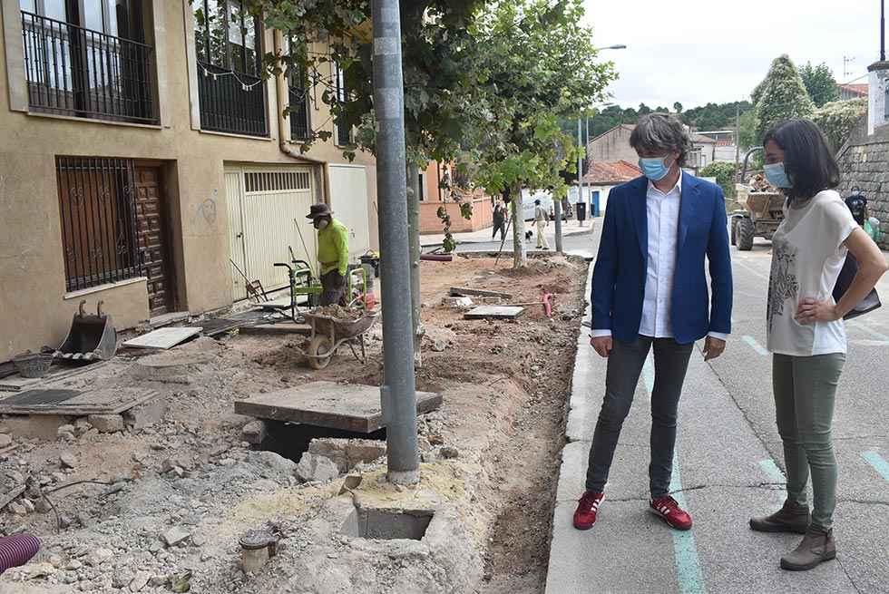 Dos campañas de pavimentación de aceras, en marcha