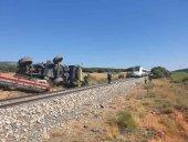 Herido conductor de cosechadora, tras ser arrollada por tren