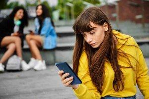 El 60 por ciento de jóvenes reciben mensajes hirientes por móvil