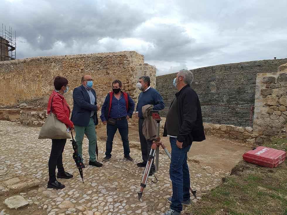 """Latorre comprueba """"magnífico"""" trabajo de restauración en castillo"""