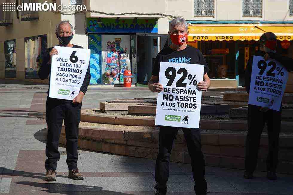 Protesta antitaurina en el centro de Soria