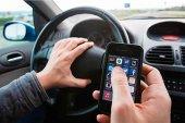 El móvil acapara las denuncias por distracción al volante