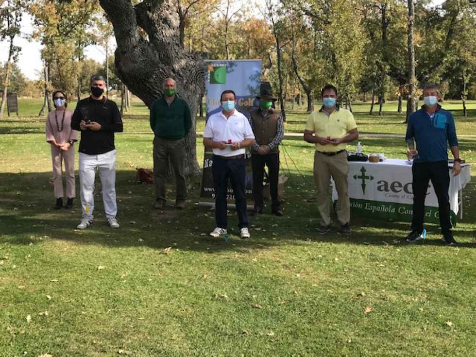 Ganadores del IV Torneo de Golf a favor de AECC