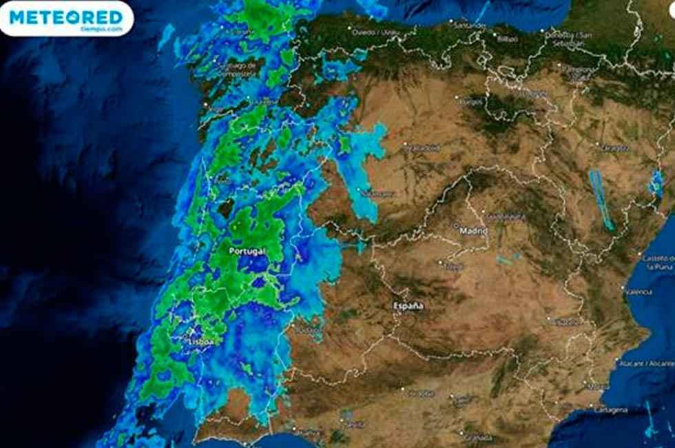 Bárbara llega con viento huracanado y lluvias intensas