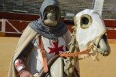 Tres personajes becquerianos se suman a Comparsa de Gigantes y Cabezudos