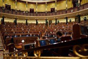 Vox se queda solo con su moción de censura