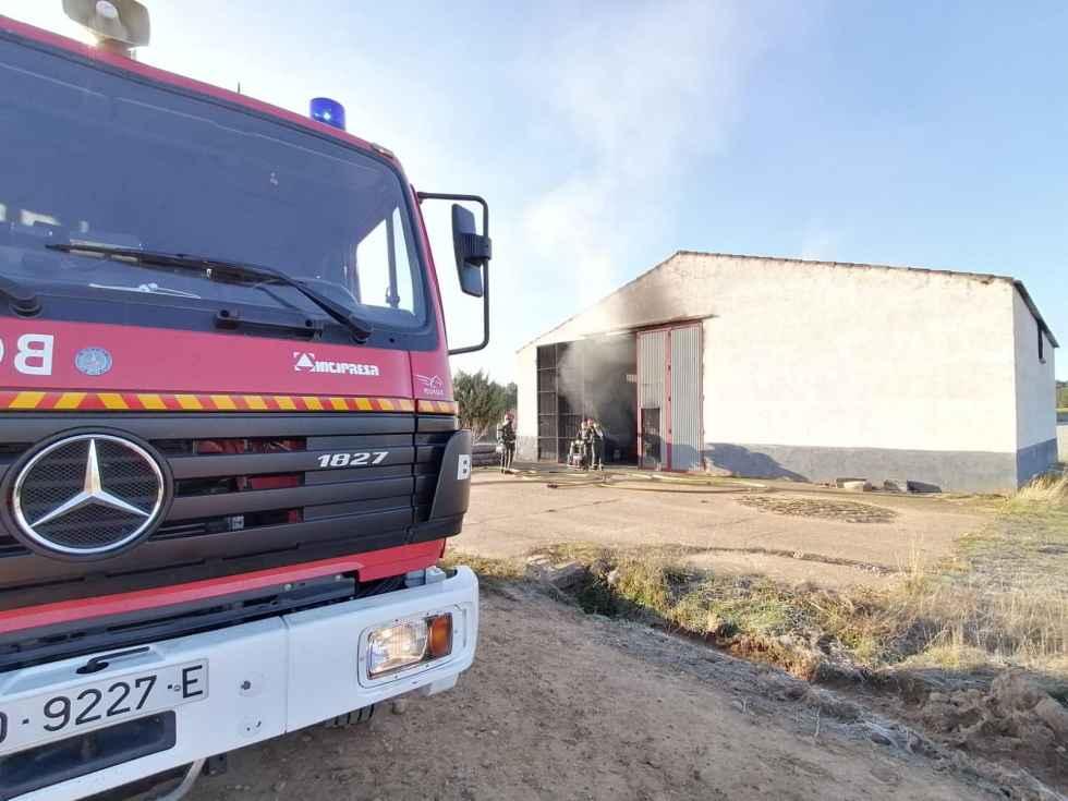 Incendio en una nave agrícola de Navalcaballo
