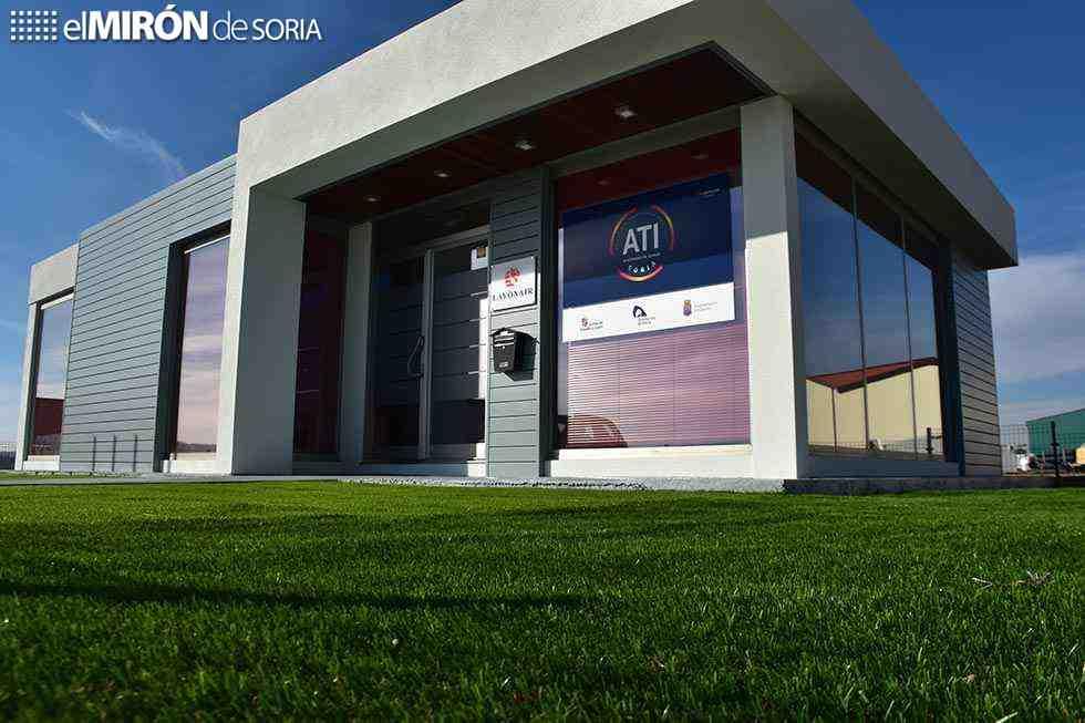 Junta y Diputación estudian ciclos vinculados a A.T.I.