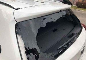 Sorprendidos dos jóvenes cuando robaban en coche