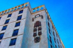 El PP solicita recuperar el escudo del edificio de Mariano Granados