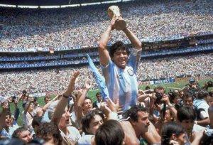 OPINIÓN/ AD10S Maradona, un genio irrepetible