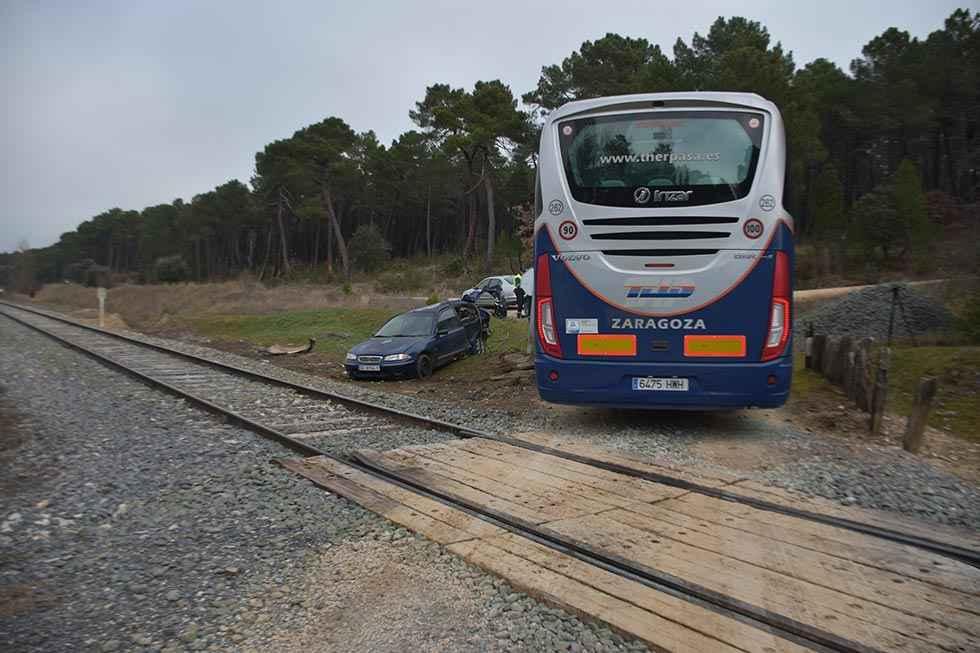 Un tren arrolla un turismo en Matamala de Almazán